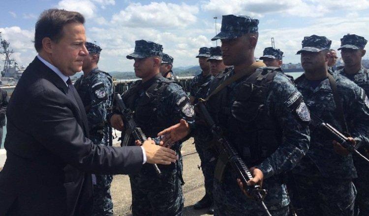 Juan Carlos Varela, cuando fue presidente, recibió duras críticas por los ascensos y reintegros que ordenó en la Fuerza Pública.