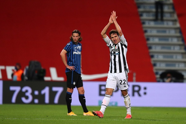 Federico Chiesa (derecha) anotó el gol del triunfo para la Juventus. Foto: EFE