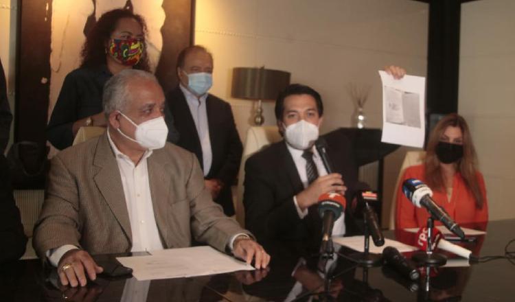 Conferencia de prensa realizada ayer para denunciar abusos contra los diputados Martinelli Linares. Foto: Víctor Arosemena