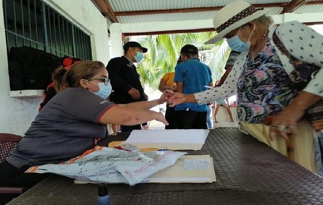 Los estafadores le piden dinero a los adultos mayores y también les quitan otros objetos de valor. Foto: Melquiades Vásquez