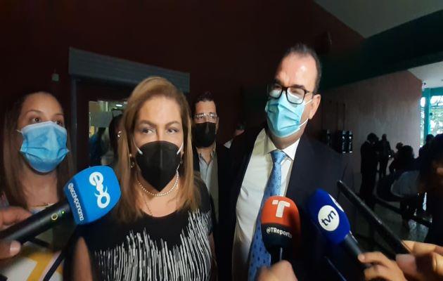 Alma Cortés y Carlos Carrillo son parte de la defensa de Ricardo Martinelli. Foto: Víctor Arosemena
