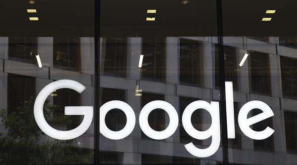 Logotipo de Google en las oficinas de la compañía en Londres (Reino Unido).