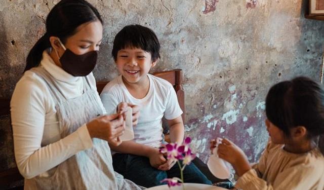 Es importante compartir información de fuentes confiables con los niños. Foto: Ilustrativa / Pexels