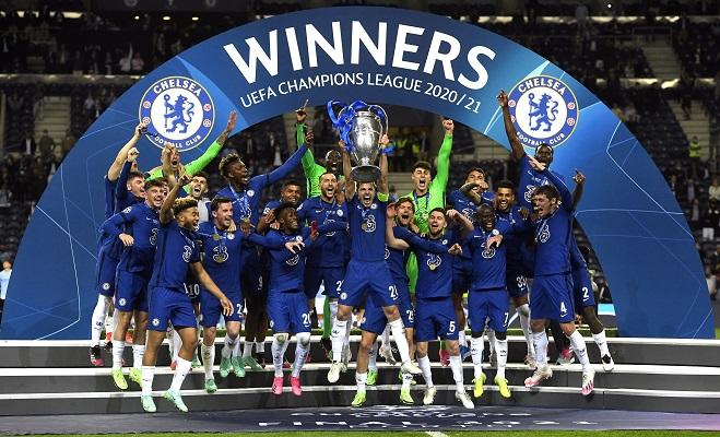 Jugadores del Chelsea festejan con la 'Orejona'. Foto:EFE