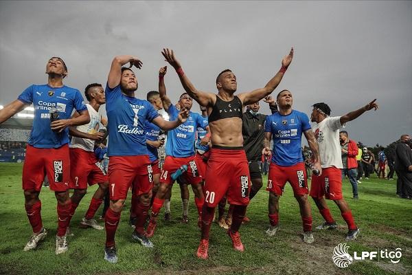Jugadores del Plaza Amador festejan el campeonato. Foto:LPF