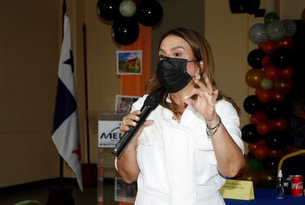Ministra de Educación, Maruja Gorday de Villalobos