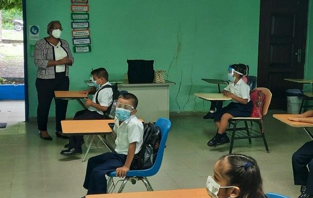 Este lunes, 78 escuelas comenzaron las clases semipresenciales. Foto: Cortesía Meduca