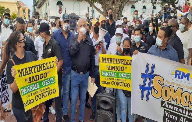 Miembros de Realizando Metas exigen a la Cancillería que solicite a Guatemala el respeto de la inmunidad de los hermanos Martinelli. Foto: Víctor Arosemena