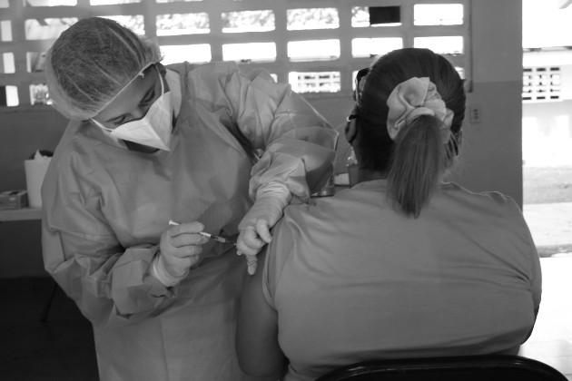 La vacuna es nuestra mejor arma contra el covid-19, ¡usémosla!. Foto: Cortesía Minsa.