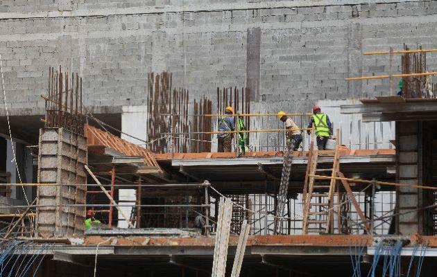 En la construcción se espera que se reactiven 28 mil contratos suspendidos. Foto Archivo