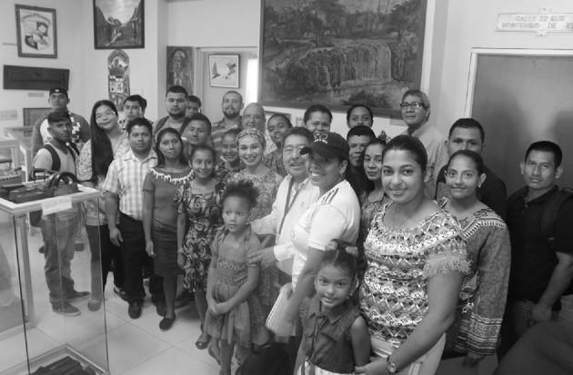 Personal y visitantes en el Museo Municipal de La Chorrera. Foto: Cortesía del autor.