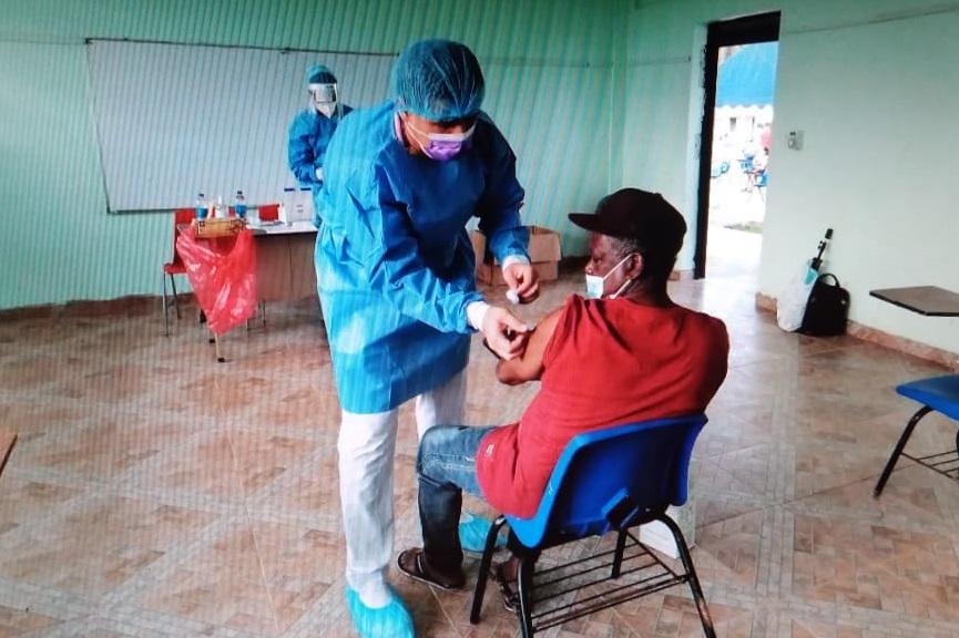 La vacunación contra la covid-19 se mantendrá hasta el sábado en el circuito-3-2. Foto: Diómedes Sánchez