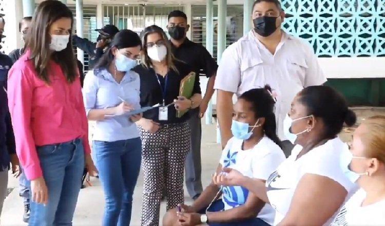 La ministra se reunió con las reclusas a inicios de abril. Foto: Archivo
