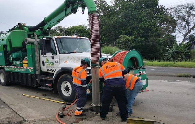 La empresa encargada de la limpieza indica que han retirado 3,800 galones de lodo, grasa y material sólido. Foto: Eric Montenegro