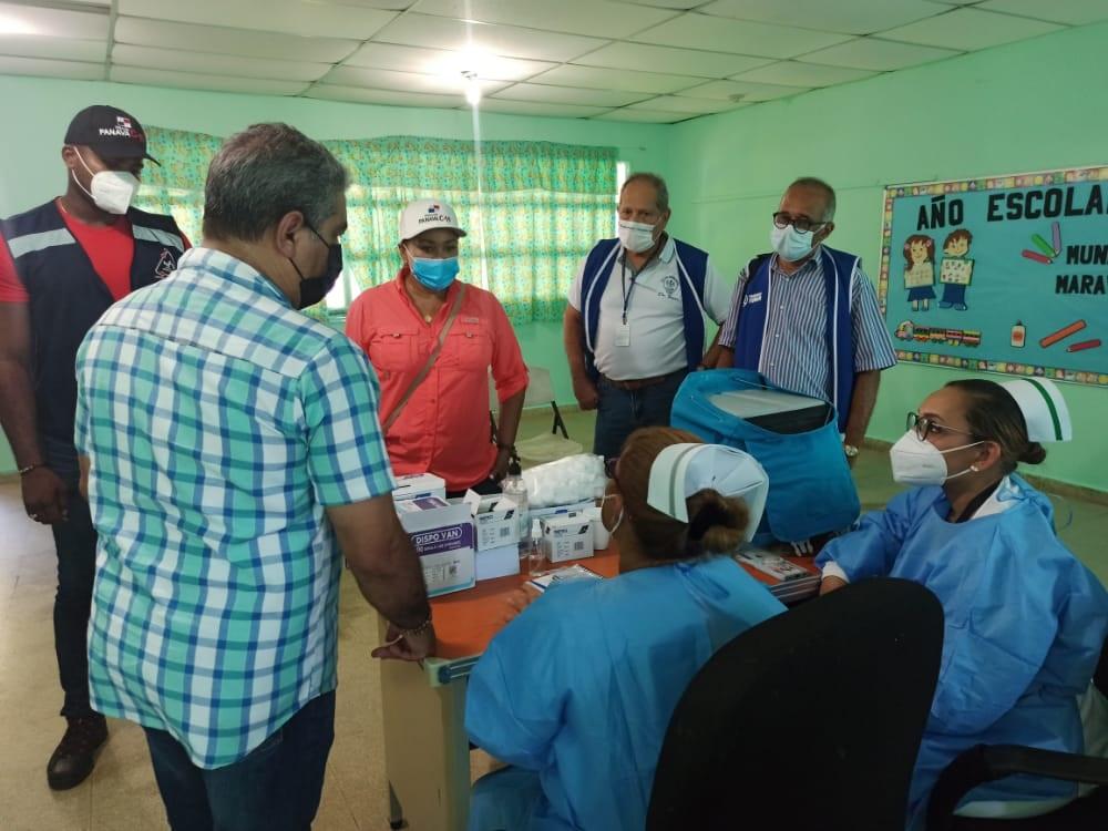 El ministro de Salud, Luis Francisco Sucre, se reunió con los integrantes del Cocytc del circuito 3-2. Foto: Diómedes Sánchez