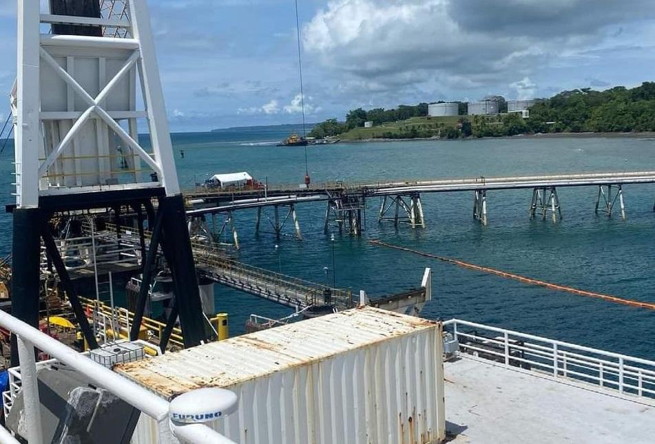 Vista del muelle afectado por el choque del buque el año pasado. Foto: Mayra Madrid.