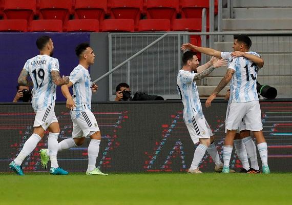 Con este resultado, Argentina logró su primer triunfo y suma 4 puntos en el grupo A. Foto: EFE