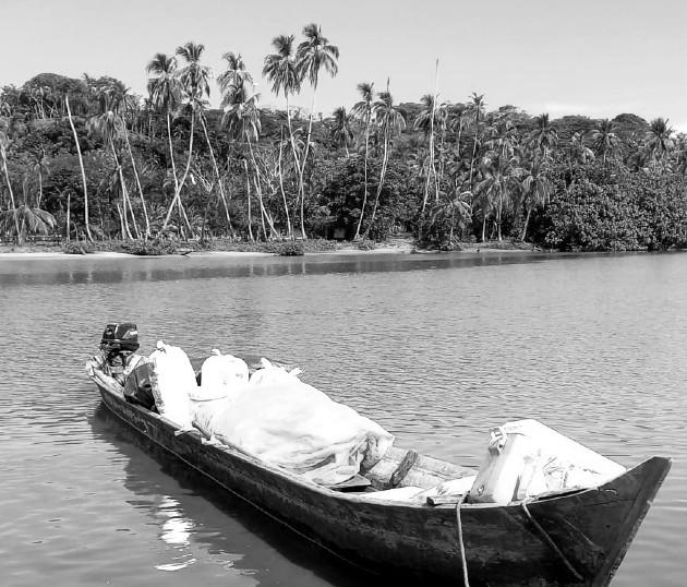 Llegué a las 8:00 a.m. a Miguel de la Borda y ya estaba el bote que me iba a transportar río arriba. El bote era el transporte de abasto del área. No tienen idea la cantidad de cosas que le cupieron. Foto: Cortesía del autor.