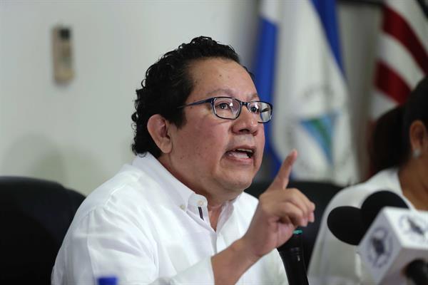 En la imagen, el periodista nicaragüense Miguel Mora. Foto: EFE