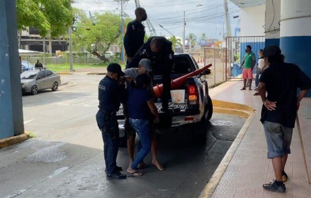 Una persona fue herida en la balacera, la cual fue trasladada en una patrulla de la Policía Nacional al cuarto de urgencias del Complejo Hospitalario Dr. Manuel Amador Guerrero. Foto: Diomedes Sánchez
