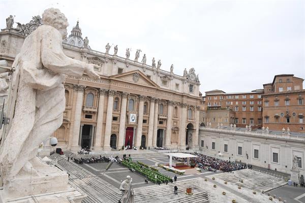 El Vaticano sacude debate cambios en el proyecto de ley contra la homofobia de Italia. Foto: EFE