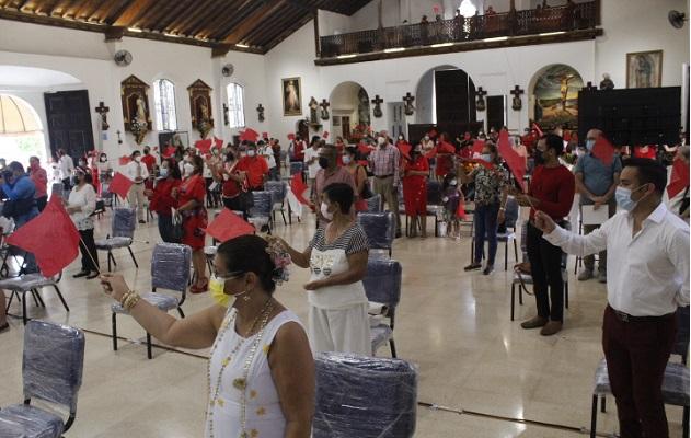 La fiesta patronal se concentró en la realización de las novenas, y la misa patronal, cumpliendo con los protocolos de bioseguridad. Foto: Thays Domínguez