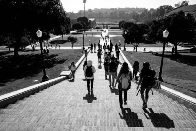 La intromisión de la política en la educación resultó en la discordia actual. Las facultades y colegios se han convertido en lavanderías e industrias para marcar a fuego las ideas de un grupo de iletrados en las cabezas de los novicios. Foto: EFE.