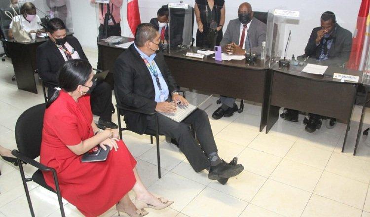 La ministra de Desarrollo Social (vestida de rojo) se reunió con concejales de San Miguelito. Foto: Cortesía Mides