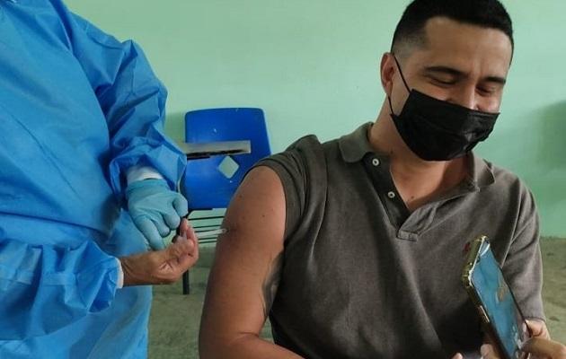 La vacuna de AstraZeneca también evita cuadros graves de la covid-19. Foto: Cortesía Minsa