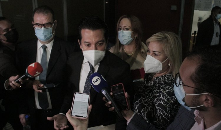 Luis Eduardo Camacho González (centro) fue quien respondió a las solicitudes hechas por la fiscalía y los querellantes. Foto: Víctor Arosemena