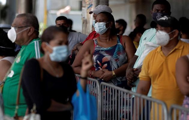 En Panamá aún es obligatorio el uso de mascarillas. Foto: EFE