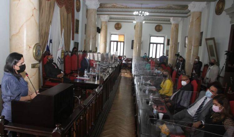 La ministra informó a los concejales que tienen que nombrar enlaces para que sean capacitados sobre las nuevas reglas del plan. Foto: Cortesía