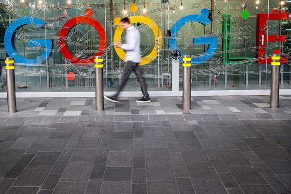 La demanda afirma que Google favorece su Play Store sobre otras tiendas de aplicaciones disponibles. Foto: EFE