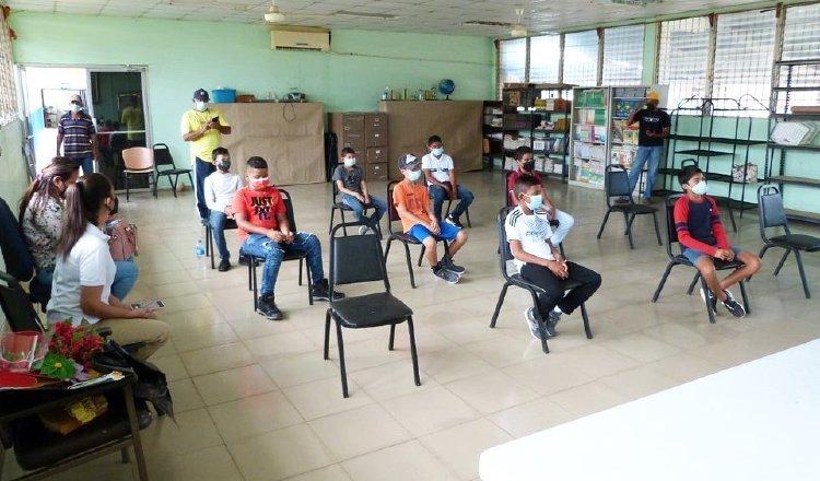 Estudiantes panameños actualmente están recibiendo clases de manera virtual y en algunos colegios de manera semipresencial. Archivo