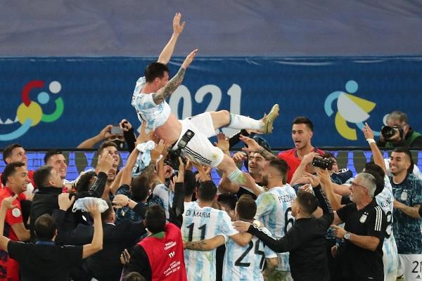 Messi y jugadores de Argentina, festejan. Foto:EFE