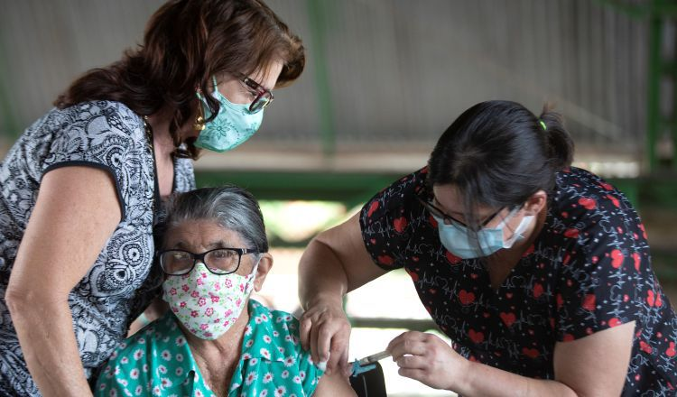 Adultos mayores han sido golpeados por la pandemia.