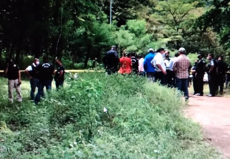 Al lugar acudieron peritos de Criminalística y funcionarios de la Fiscalía de Homicidios y Femicidios. Foto: Mayra Madrid