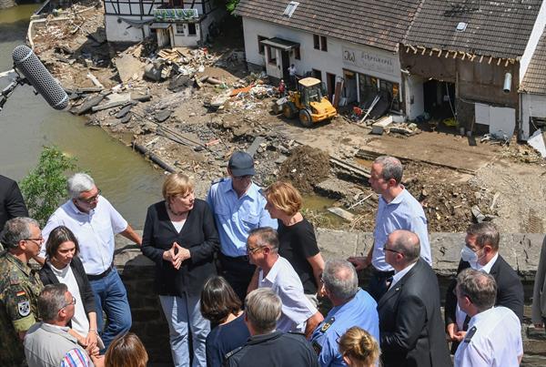 Angela Merkel promete 'ayuda urgente' ante panorama 'surrealista' por  inundación | Panamá América