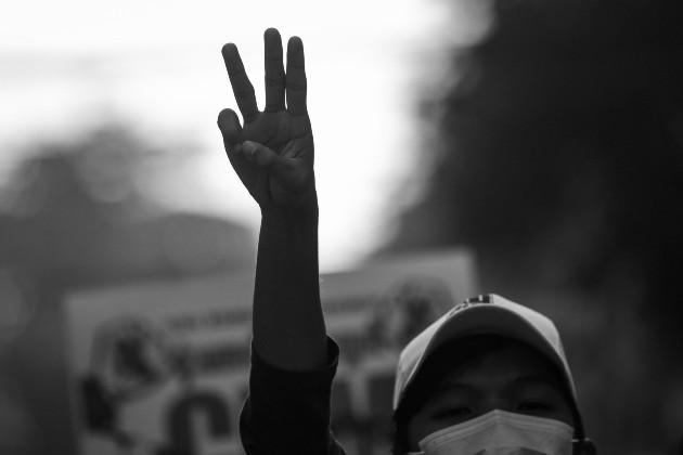 """No se puede pretender ese desgarramiento del pasado que tanto han pretendido políticos que se han autodenominado """"independientes"""", o las asociaciones que se bautizaron como los voceros resonantes de la sociedad. Foto: EFE."""