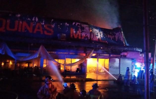 La gran magnitud del fuego obligó a pedir refuerzo a otras estaciones de la provincia. Foto: Mayra Madrid