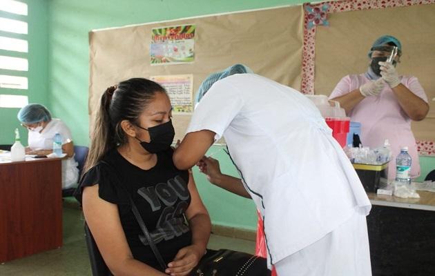La vacunación ayuda a evitar la aparición de nuevas variantes. Foto: Cortesía Minsa