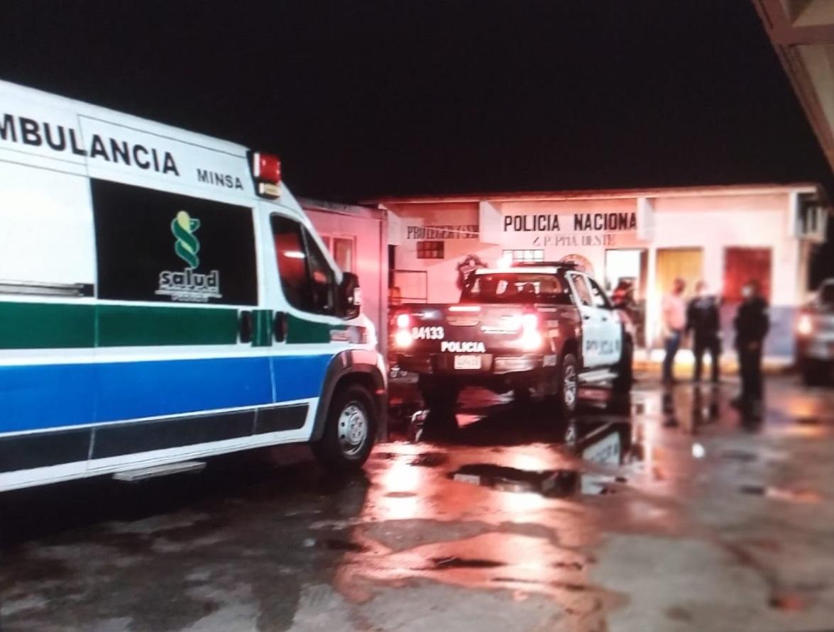 Ambos heridos fueron llevados al hospital Nicolás A. Solano. Foto: Eric A. Montenegro