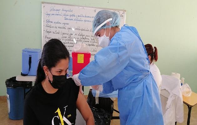 En este barrido que culmina este domingo, esperan colocar unas 37 mil dosis de la vacuna Pfizer en los distritos de Ocú, Las Minas, Santa María, Los Pozos, Parita y Pesé. Foto: Thays Domínguez