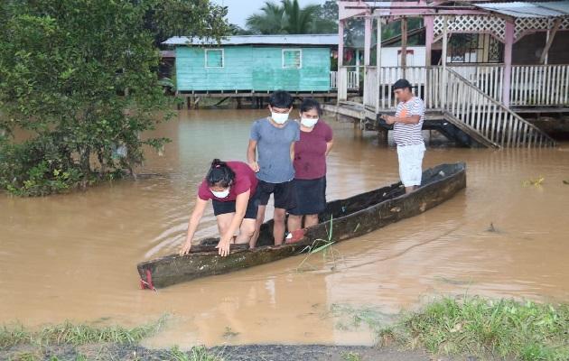 Varias personas han sido evacuadas de sus residencias inundadas. Foto: Cortesía Sinaproc