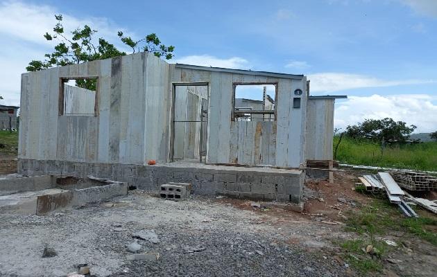 La construcción de estas viviendas en ambos distritos tiene al menos tres años de retraso. Foto: Eric Montenegro
