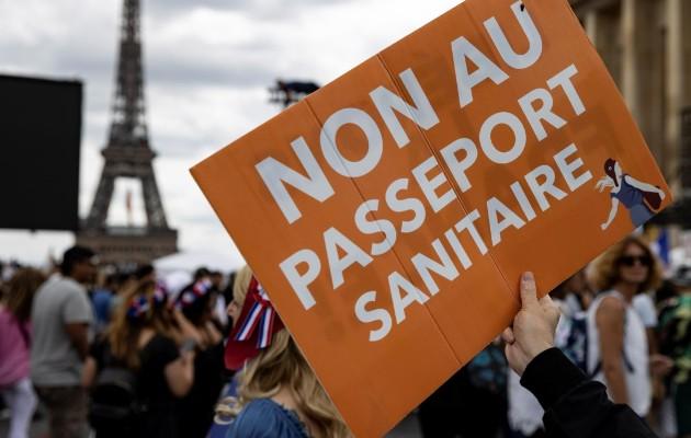 Francia marcha en contra de certificado sanitario. Foto: EFE