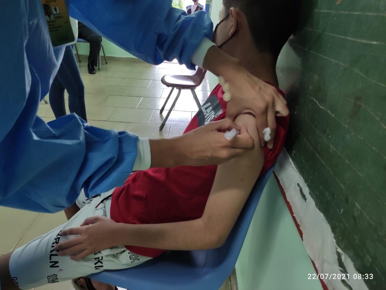 Se vacuna a mayores de 16 años y menores de 12 a 15 años con enfermedades crónicas. Foto: José Vásquez