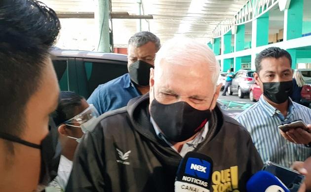 Ricardo Martinelli da declaraciones a la prensa a su llegada al Sistema Penal Acusatorio en Plaza Ágora. Foto: Víctor Arosemena