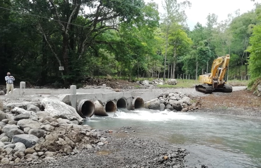 El colapso del paso incomunicó a unos ocho poblados del distrito de San Carlos. Foto: Eric A. Montenegro