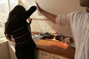 La agredida decidió solicitar a las autoridades una orden de alejamiento, alegando ser víctima de violencia doméstica por su pareja. Foto: Ilustrativa